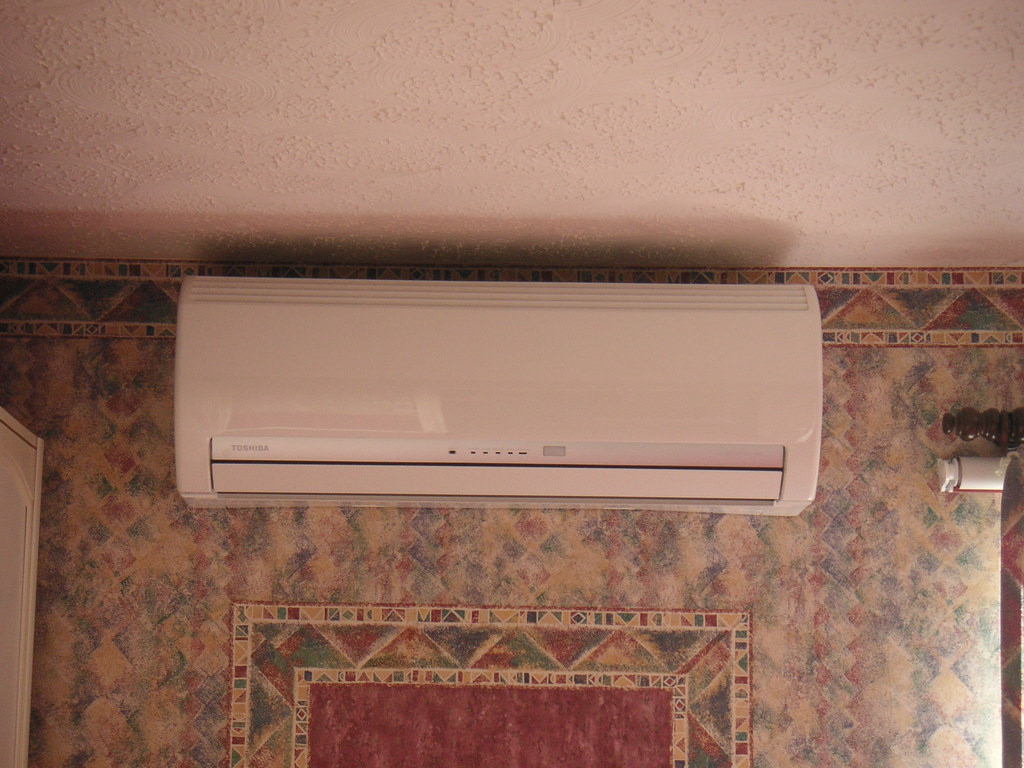 Small Bedroom Air Conditioner Small Bedroom Air Conditioner For A Better Nights Sleep Bedroom